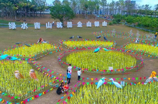 组图丨营造喜庆氛围 海口湿地灯展迎客来